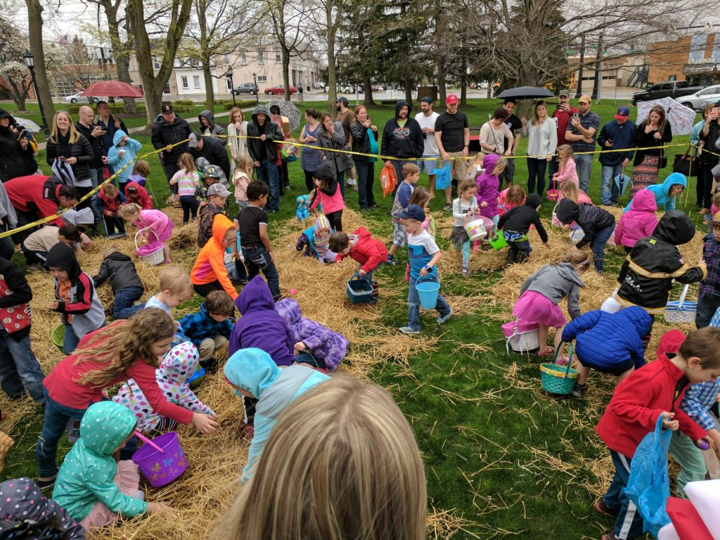 Kids hunting for Easter eggs in Chardon Square